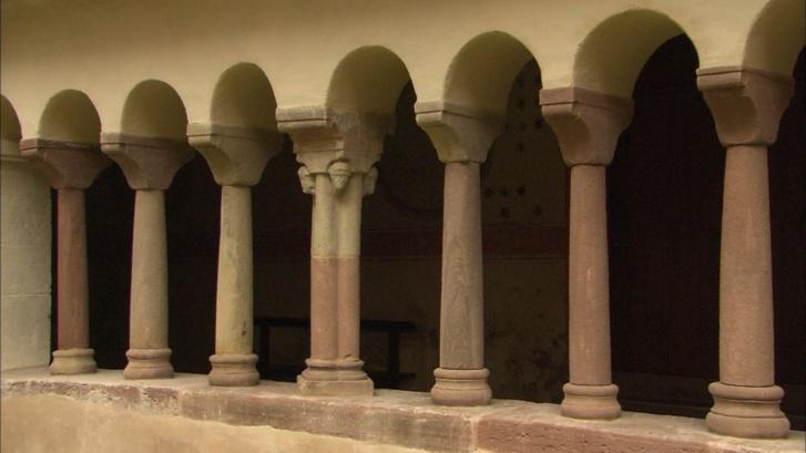 Colonnes dans le cloître, restaurées par Carl Schäfer