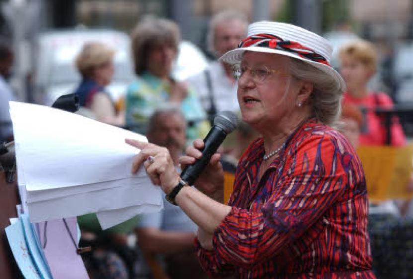 Jeanne Loesch au cloitre de Saint Pierre le Jeune
